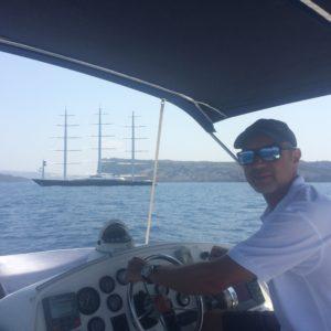 Yannis Daskalakis skipper in Santorini